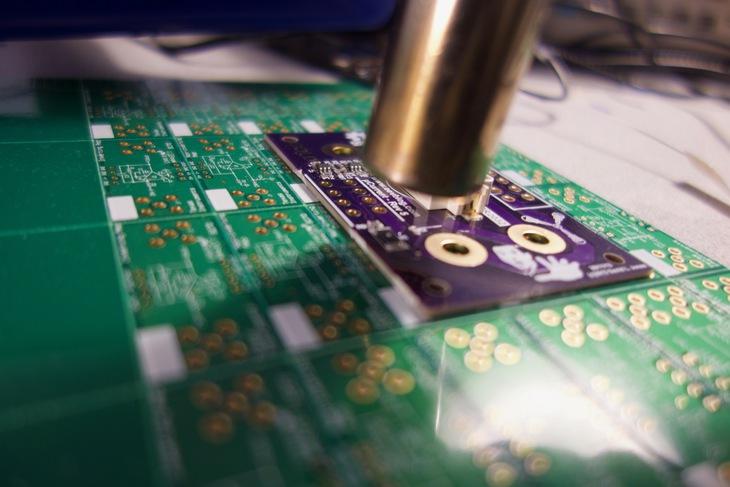 Hot air nozzle soldering PCB